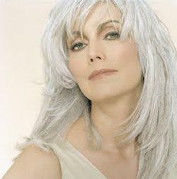 model_grey_hair
